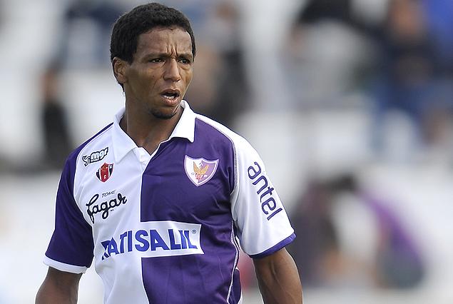 Juan Alvez cumplió con el partido de sanción y vuelve frente a Nacional el domingo.