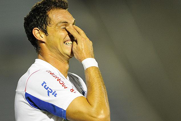Adrián Romero y su particular festejo del segundo y decisivo gol tricolor.