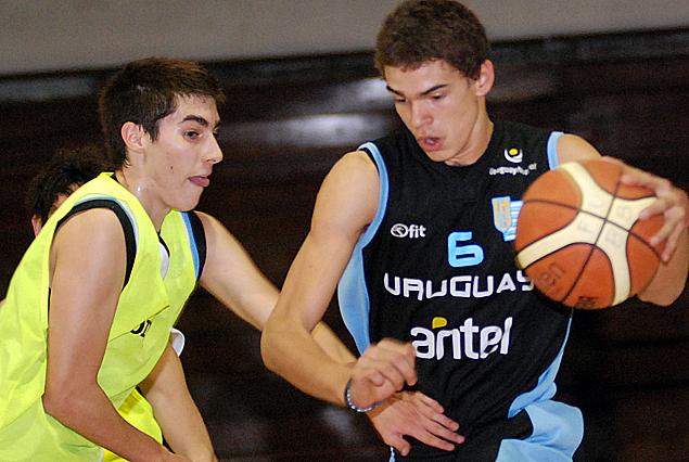 Amistoso juvenil entre Atenas y Uruguay.