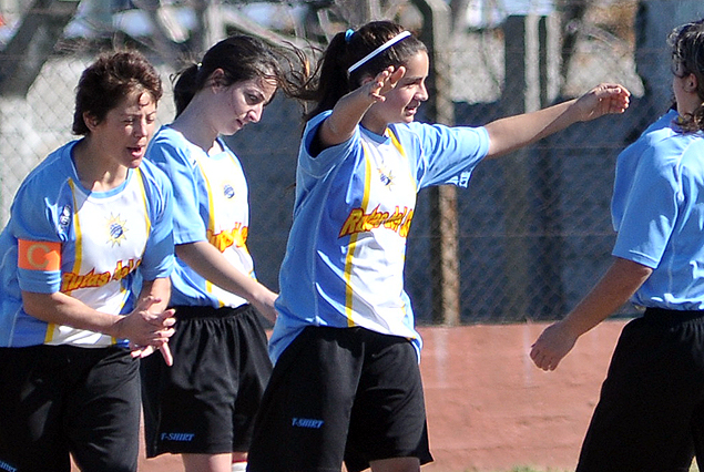 Las jugadores de Rocha festejan en la punta de la Copa de Plata.