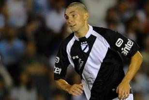 Gstón Faber, 17 años, apareció rapado en su debut con la camiseta de Danubio.
