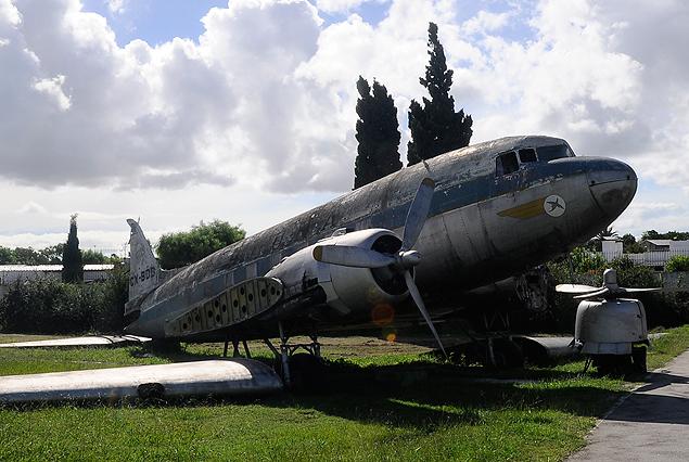 La Fuerza Aérea trabaja en el avión gemelo a los Douglas DC 3 para presentarlo el próximo 12 de marzo en el Estadio Centenario.