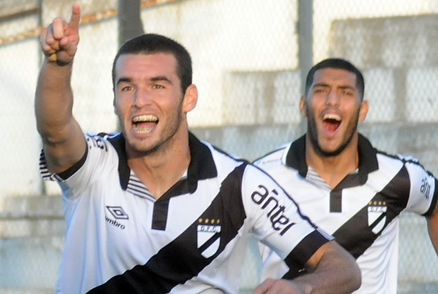 Fabricio Formiliano festeja el gol que abrió el camino del triunfo.