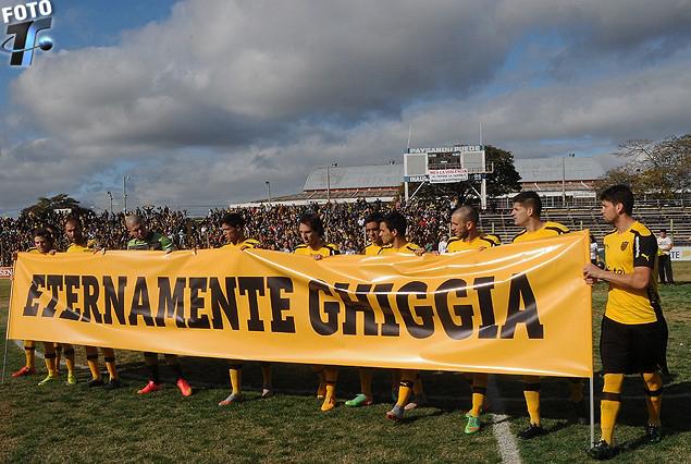 El homenaje de los jugadores de Peñarol al legendario Alcides Edgardo Ghiggia.